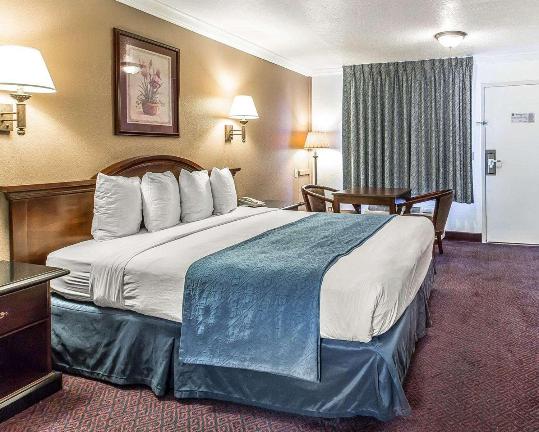 Room - Quality Inn Hemet