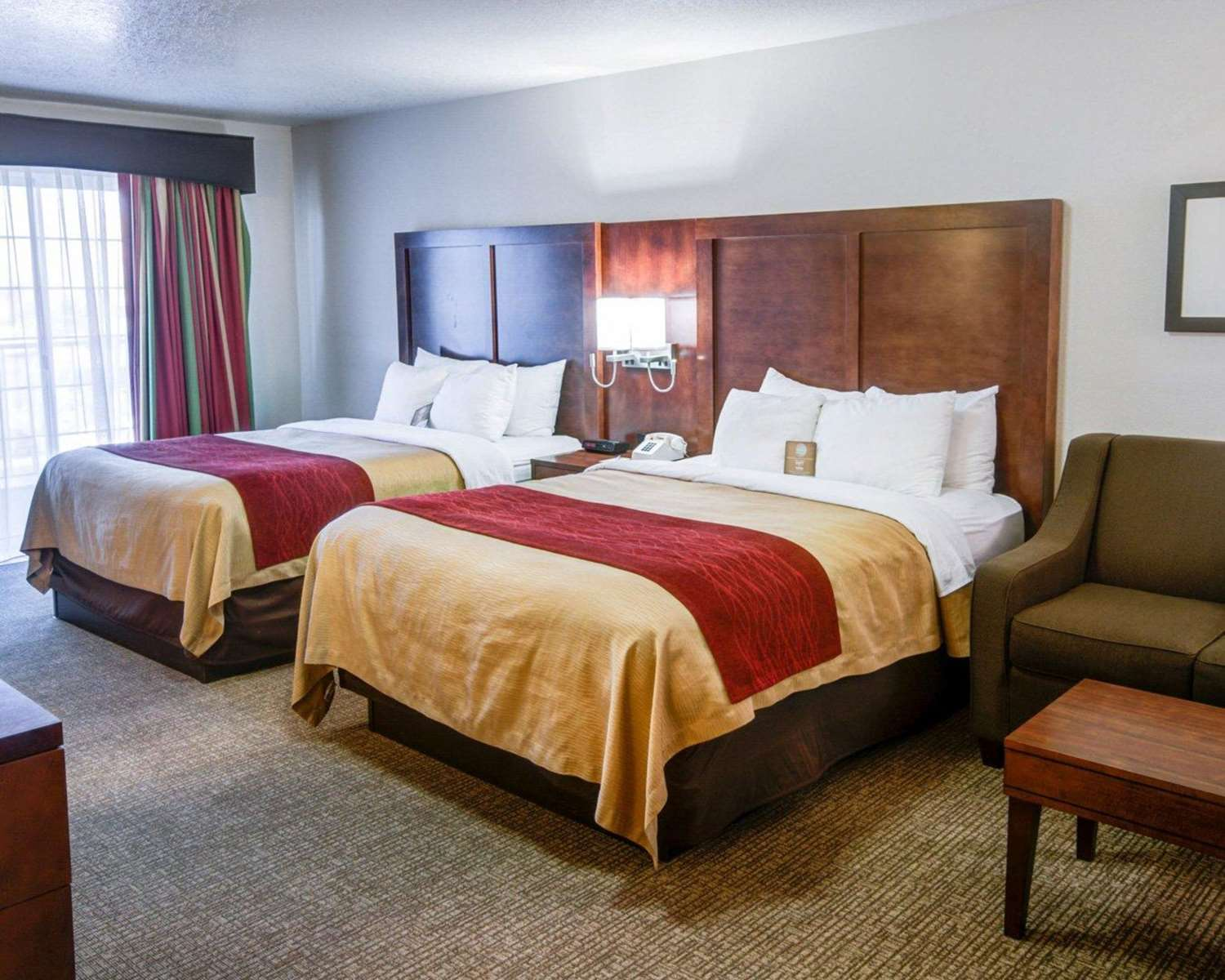 Room - Comfort Inn Redding