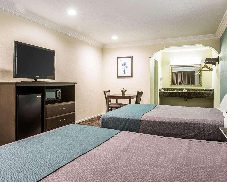 Room - Rodeway Inn & Suites Inglewood