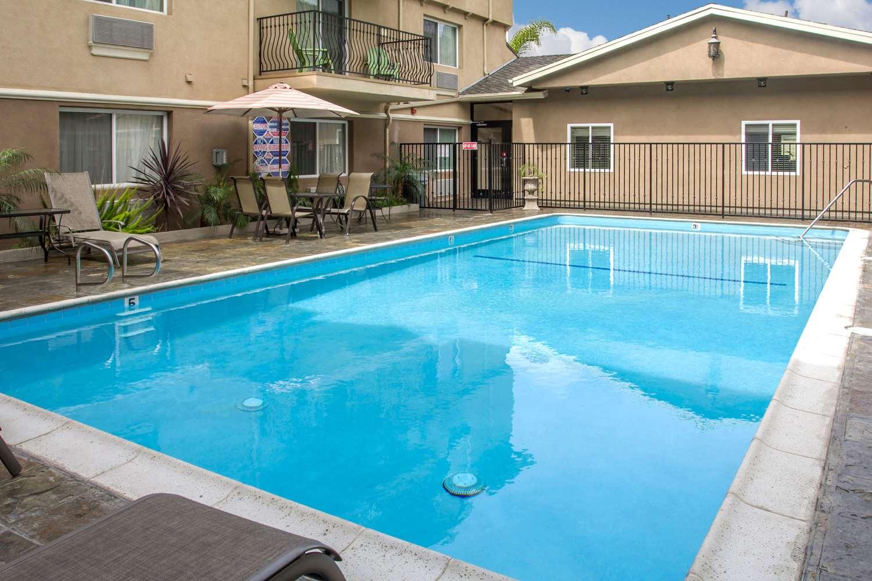 Pool - Comfort Inn Hawthorne