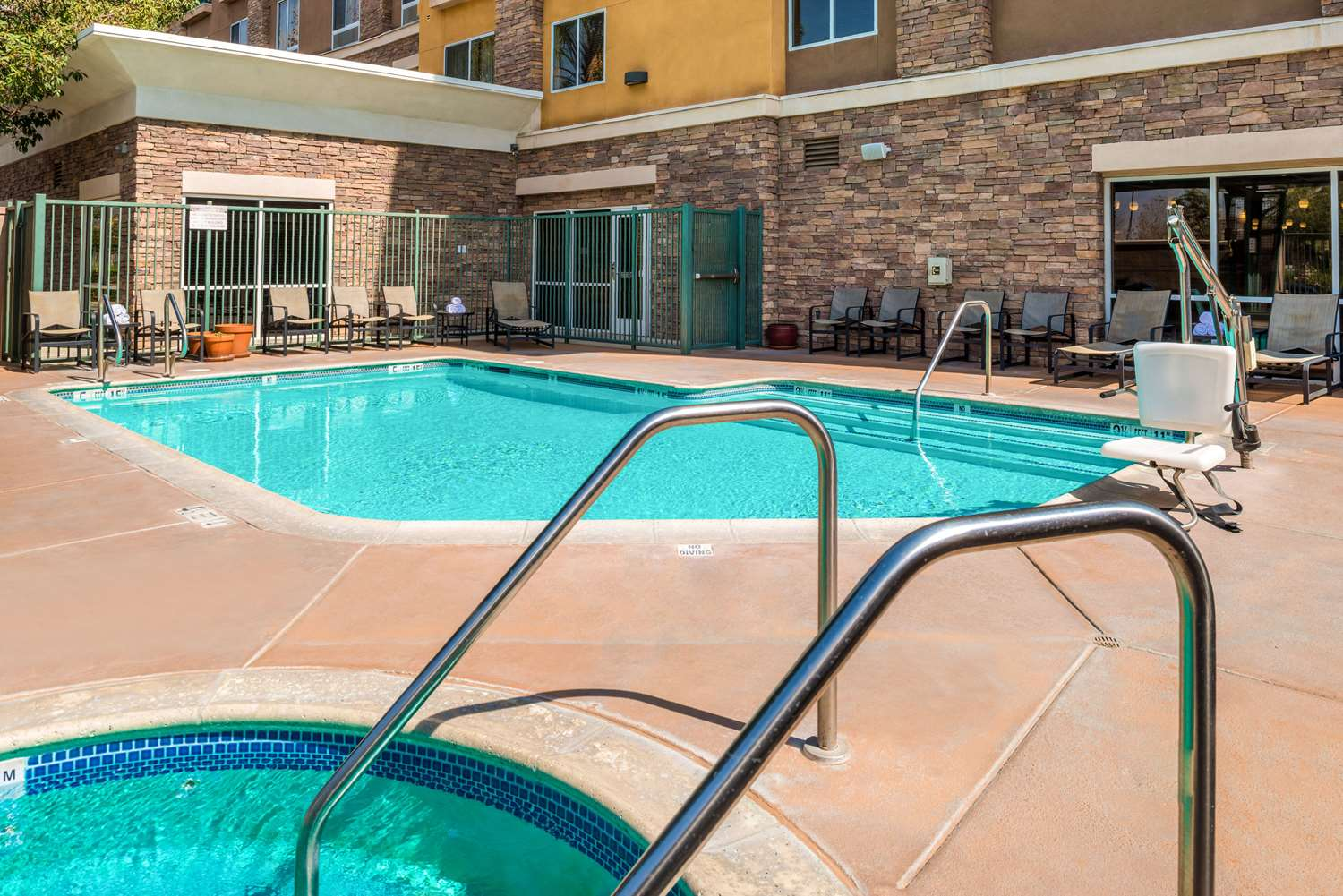 Pool - Comfort Suites Airport Ontario