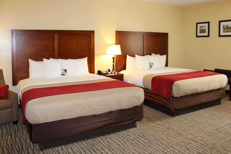 Suite - Comfort Inn Pomona