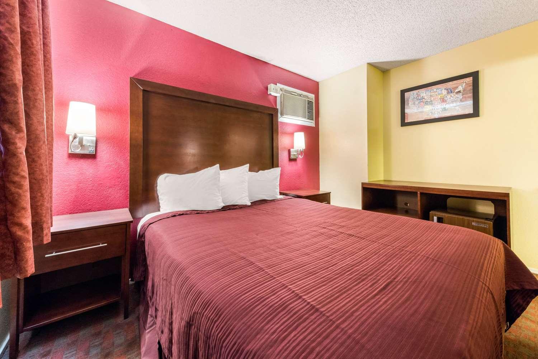 Room - Econo Lodge Gilroy