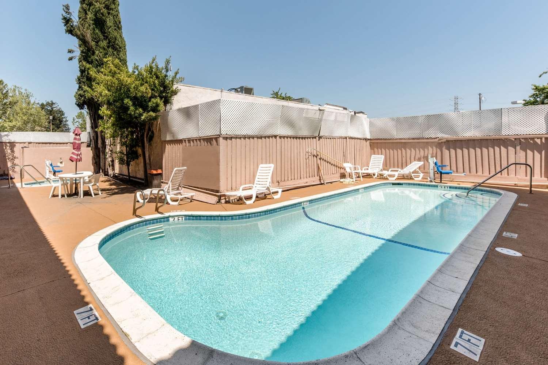 Pool - Econo Lodge Gilroy