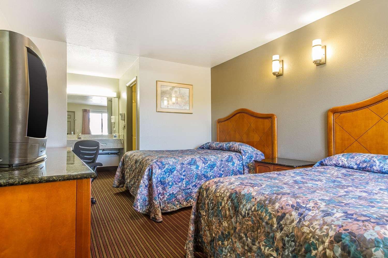 Room - Rodeway Inn Sacramento
