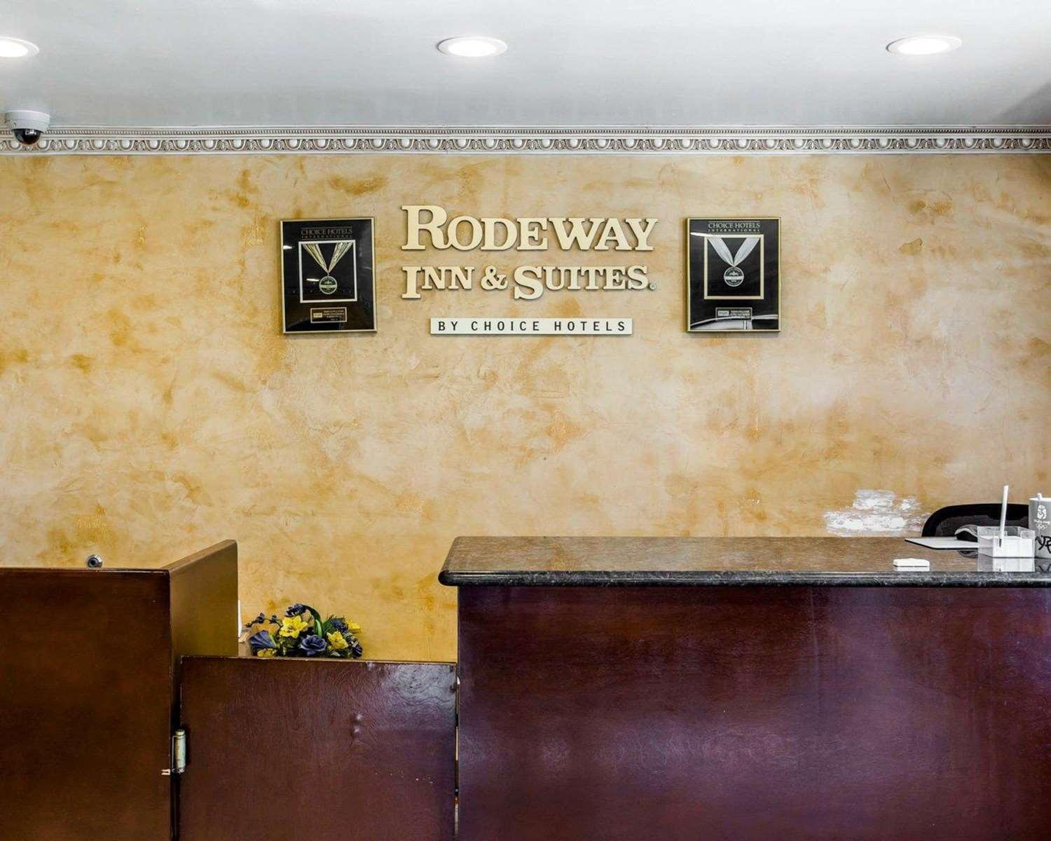 Lobby - Rodeway Inn & Suites Harbor City