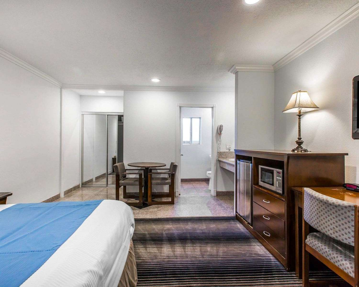 Room - Rodeway Inn & Suites Harbor City