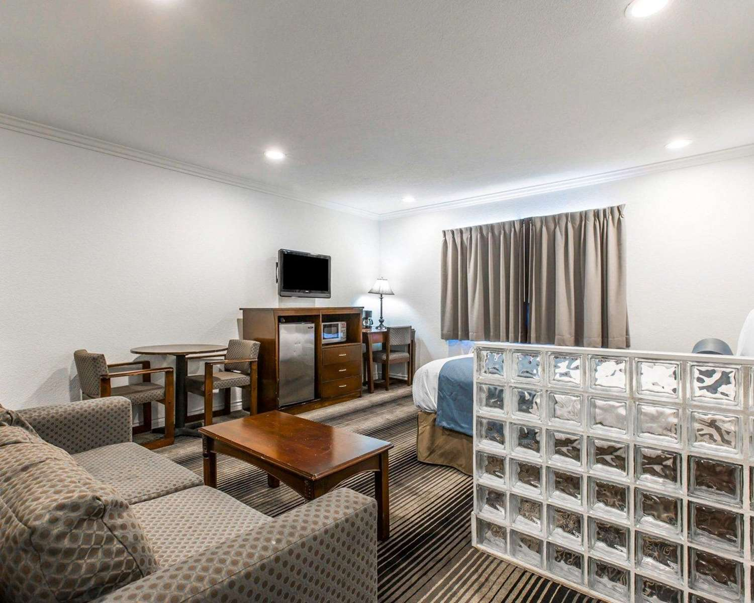 Suite - Rodeway Inn & Suites Harbor City
