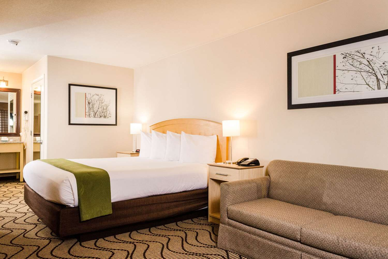 Room - Quality Inn & Suites Lathrop