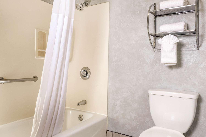 Suite - Quality Inn & Suites Lathrop