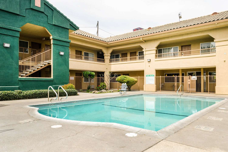 Pool - Quality Inn & Suites Lathrop