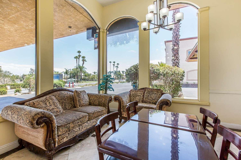 Lobby - Rodeway Inn & Suites Canyon Lake