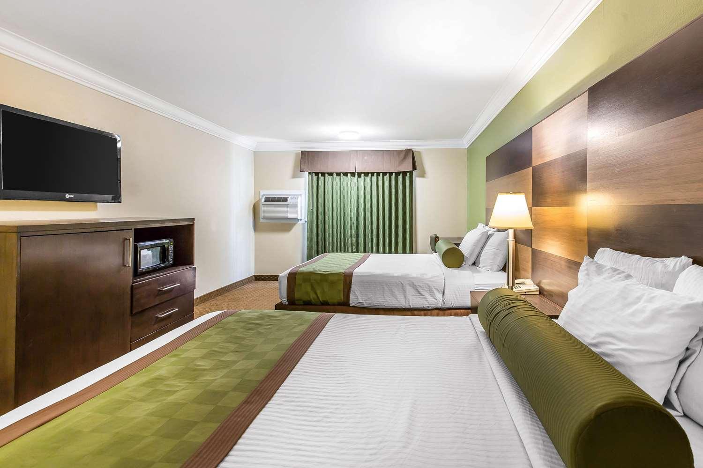 Room - Rodeway Inn & Suites Canyon Lake