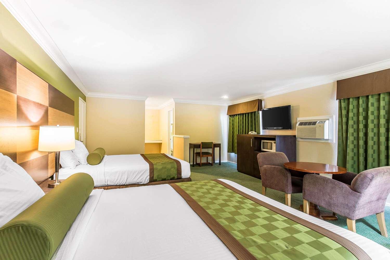 Suite - Rodeway Inn & Suites Canyon Lake