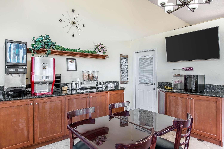 Restaurant - Rodeway Inn & Suites Canyon Lake