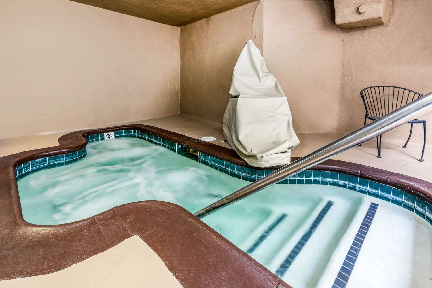 Pool - Quality Inn & Suites Lake Forest