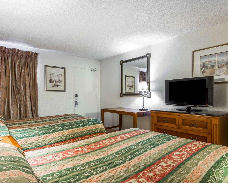 Room - Rodeway Inn Vallejo