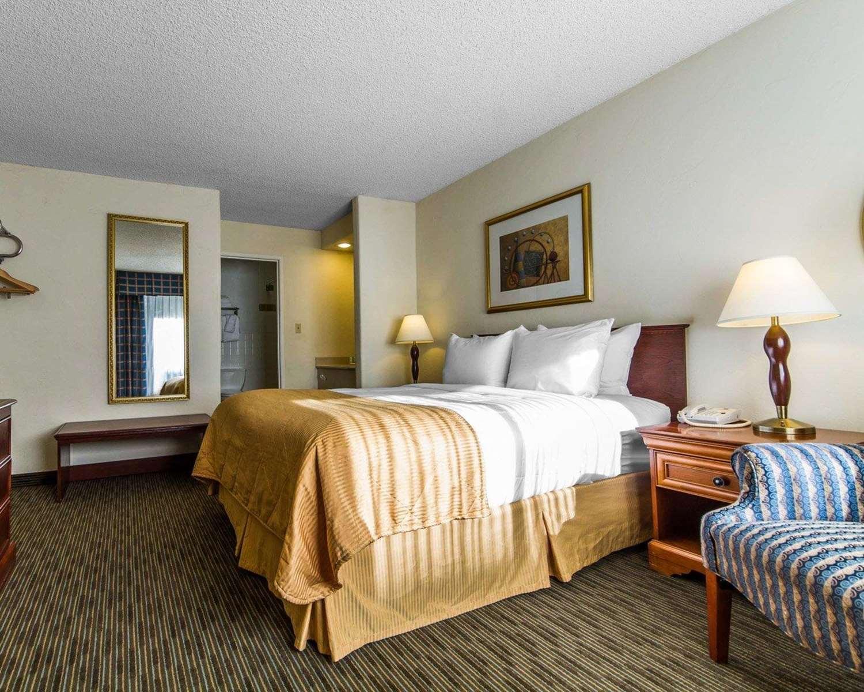 Room - Clarion Hotel Concord