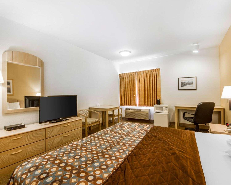Room - Rodeway Inn Watsonville