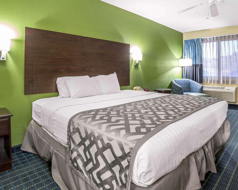 Room - Rodeway Inn & Suites Needles