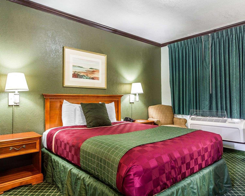 Room - Rodeway Inn Chico