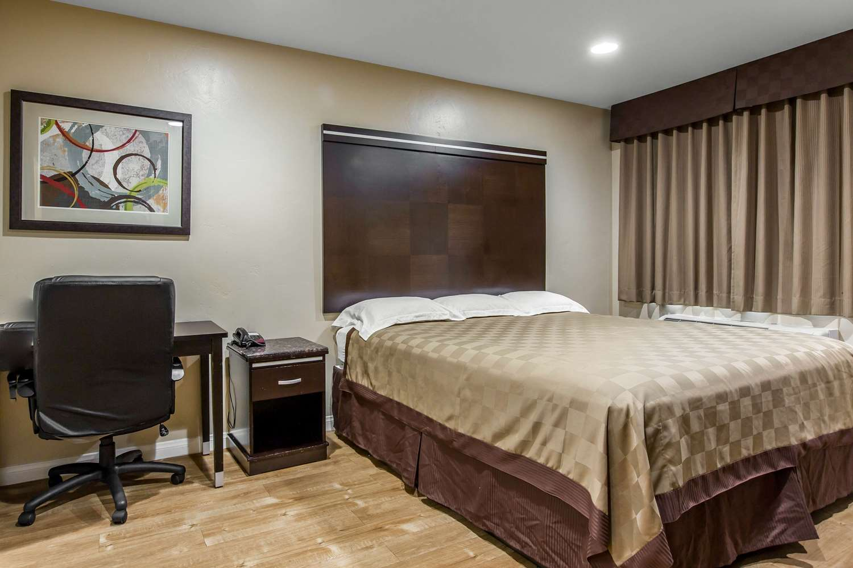 Room - Rodeway Inn & Suites Chula Vista