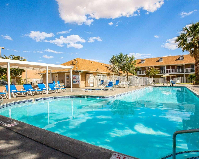 Pool - Clarion Inn Ridgecrest