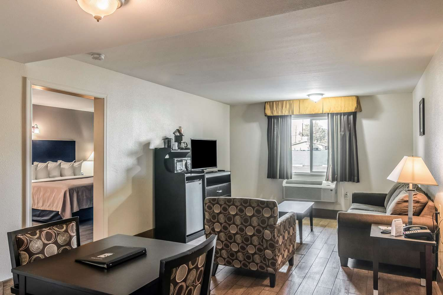 Suite - Quality Inn & Suites Bakersfield