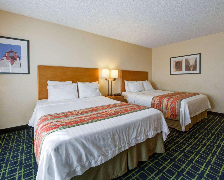 Room - Quality Inn Placentia