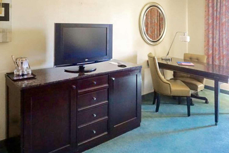 Room - Rodeway Inn & Suites Ridgecrest