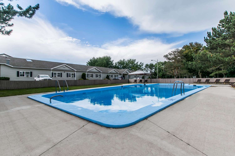 Pool - Quality Inn Garden of the Gulf Summerside