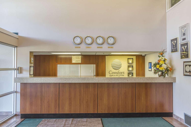 Lobby - Comfort Inn & Suites Moose Jaw