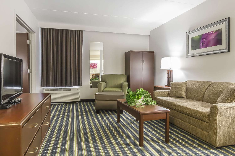 Suite - Comfort Inn & Suites Moose Jaw