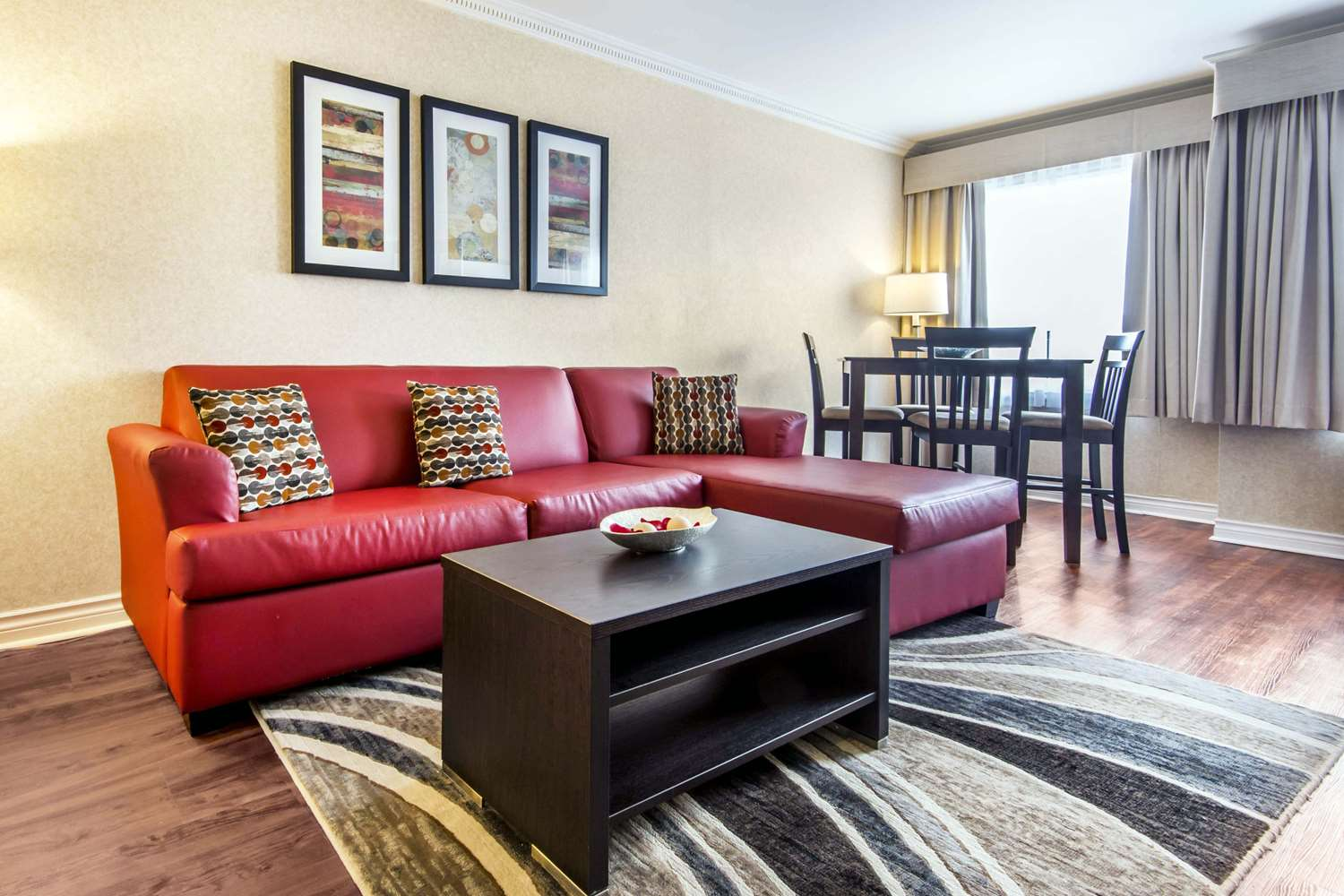 Suite - Quality Inn Toronto Airport West Mississauga