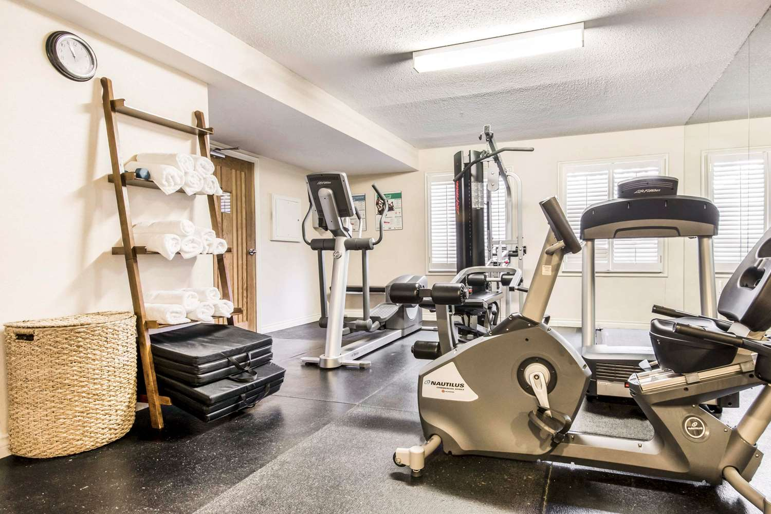 Fitness/ Exercise Room - Quality Inn Toronto Airport West Mississauga