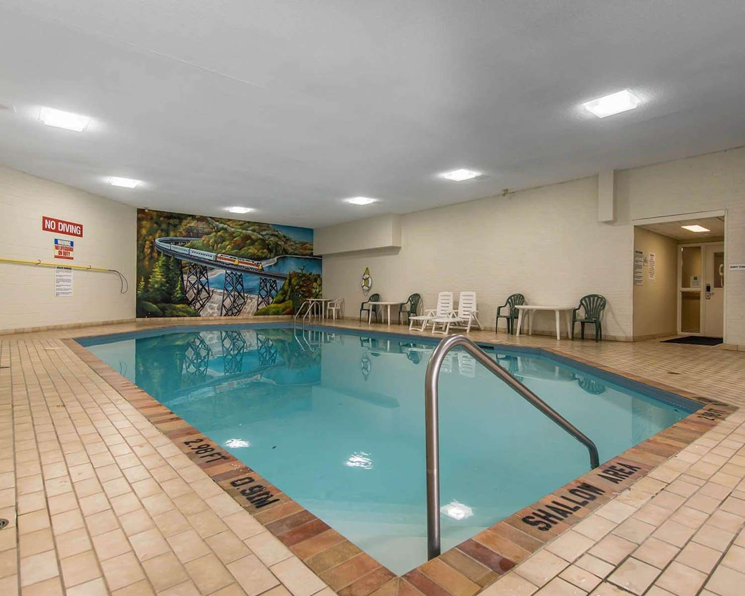 Pool - Quality Inn Bay Front Sault Ste Marie
