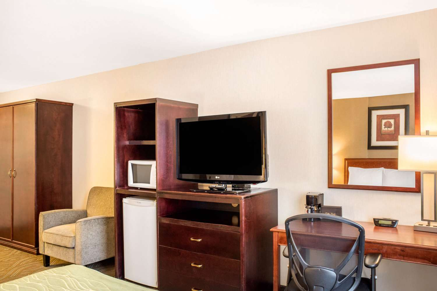 Room - Comfort Inn Halifax