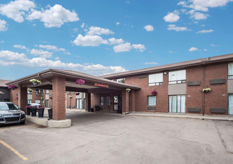 Exterior view - Comfort Inn West Edmonton