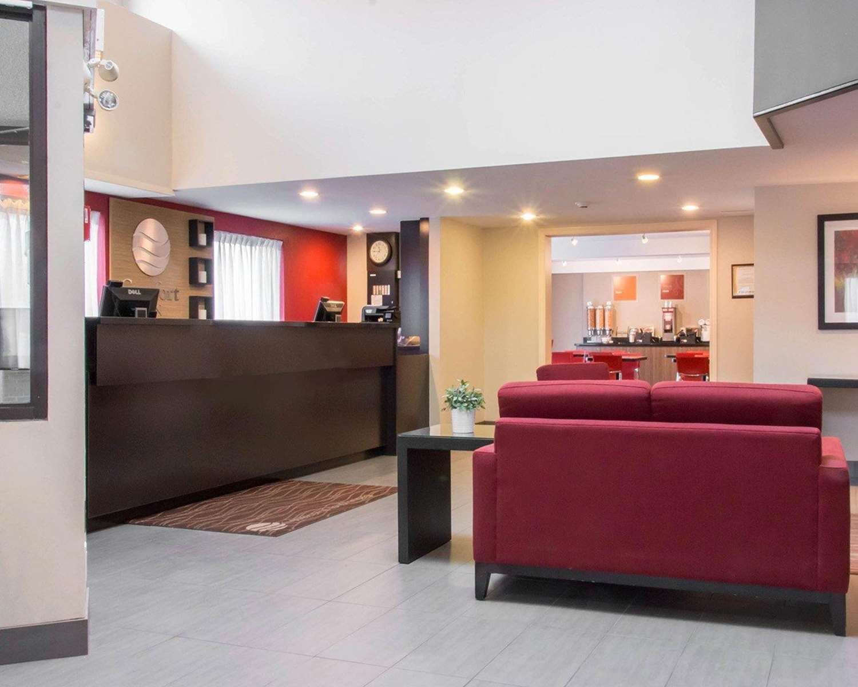 Lobby - Comfort Inn Winnipeg Airport