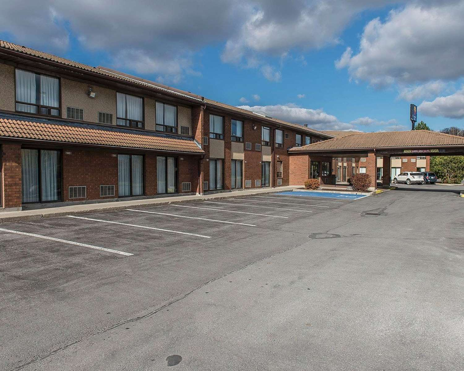 Exterior view - Comfort Inn Hwy 401 Kingston