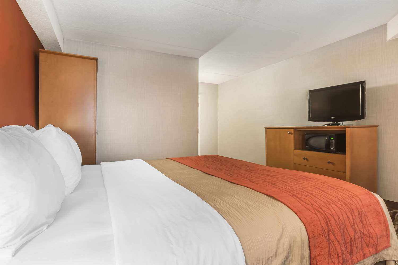 Room - Comfort Inn Oshawa