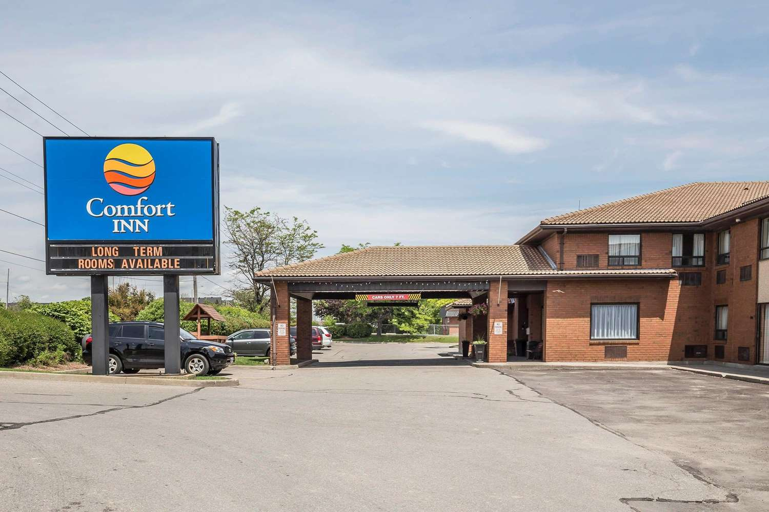 Exterior view - Comfort Inn Pickering