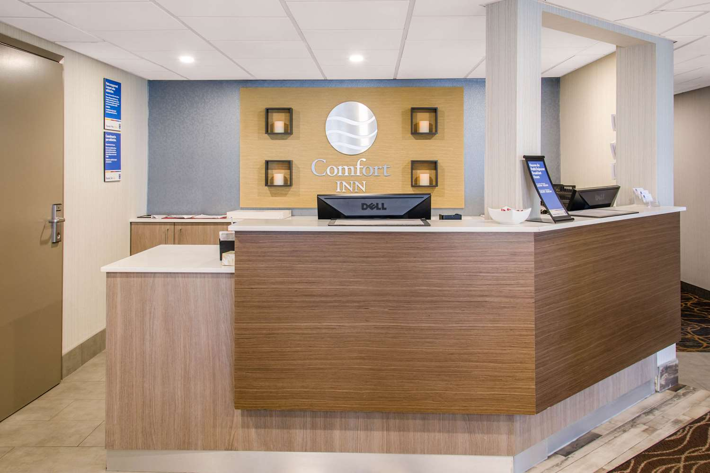 Lobby - Comfort Inn Montreal Airport Dorval