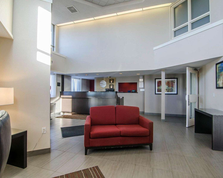 Lobby - Comfort Inn Regina