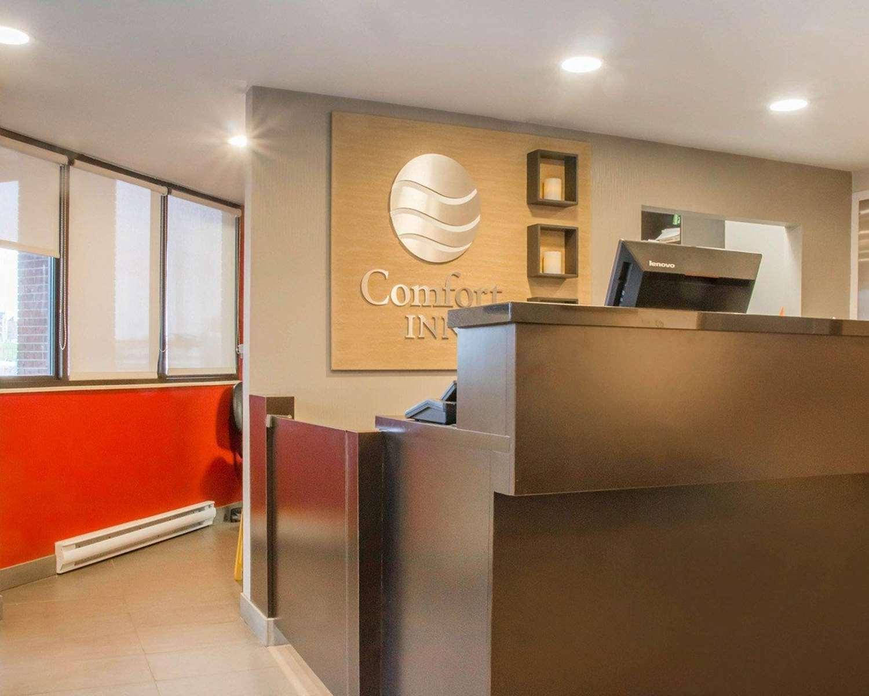Lobby - Comfort Inn South Winnipeg