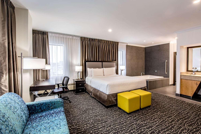 Suite - Clarion Hotel & Suites Winnipeg