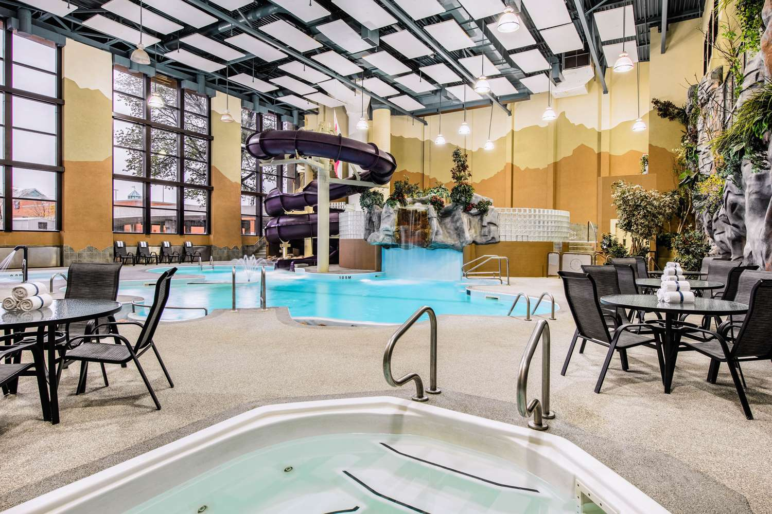 Pool - Clarion Hotel & Suites Winnipeg