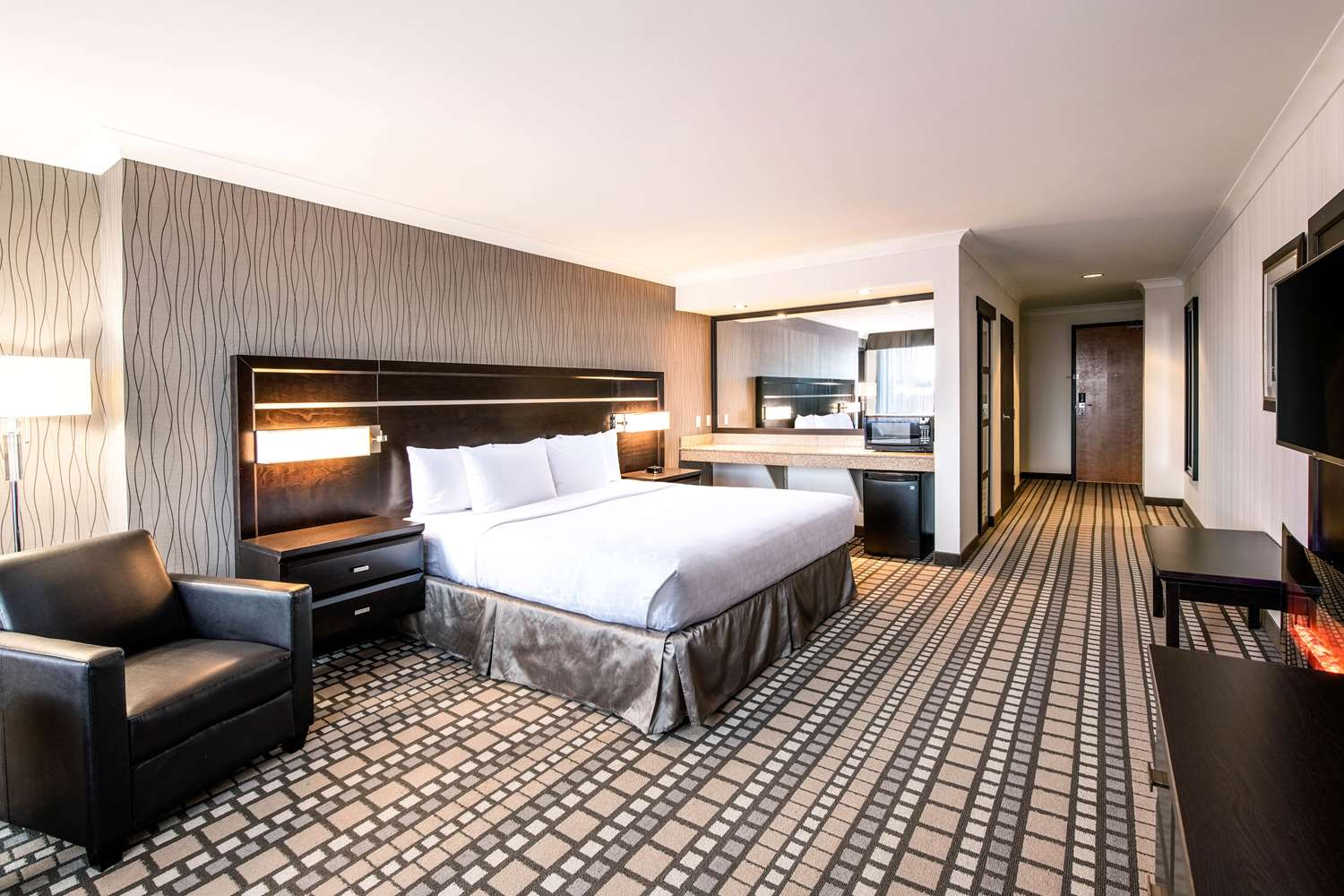 Room - Clarion Hotel & Suites Winnipeg