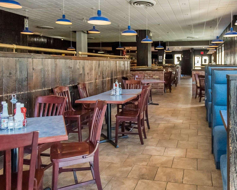 Restaurant - Econo Lodge Smiths Falls