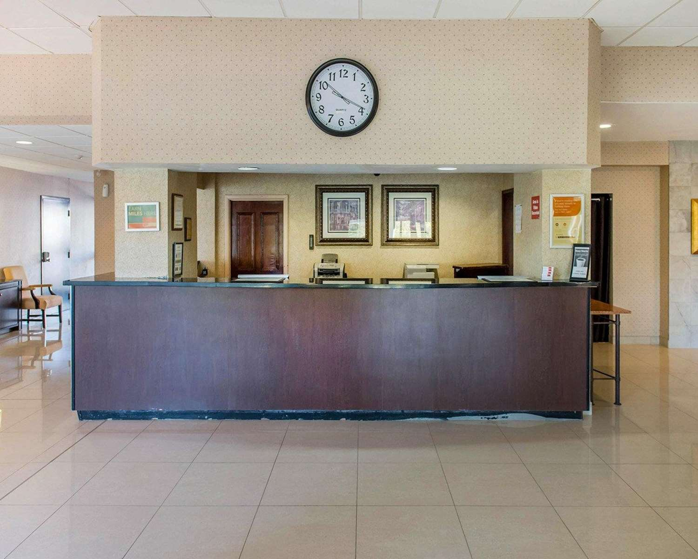 Lobby - Econo Lodge Smiths Falls